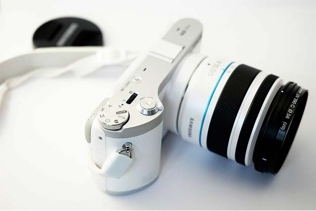 white samsung point and shoot digital camera